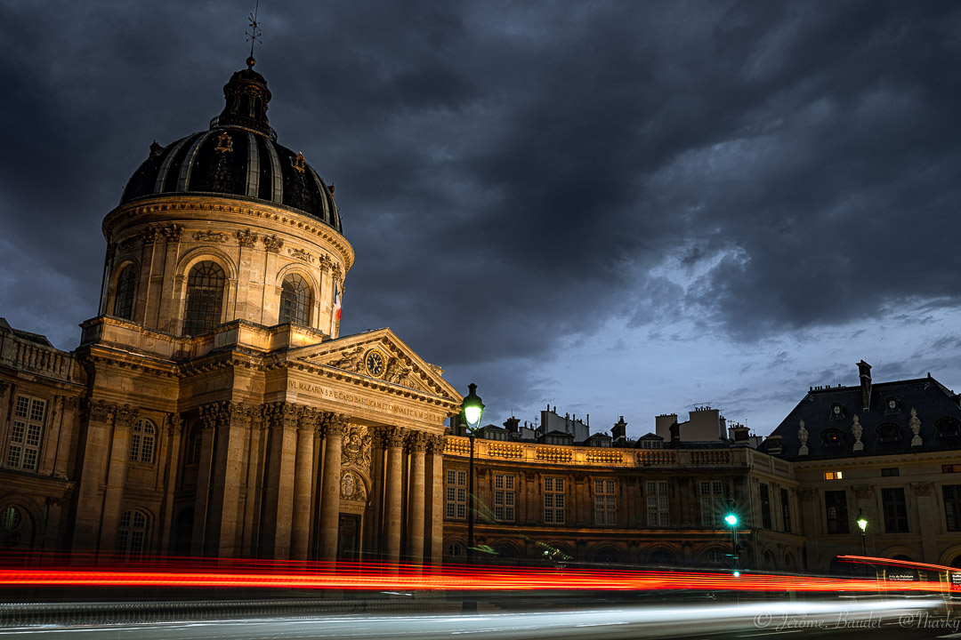 Passer - Devant l'institut de France laisser courir les lumières et profiter des gens qui passent.----------In front of the Institute of France let the lights run and enjoy the people passing by..With lens: NIKKOR Z 35mm f/1.8 S at 35 mmExposure: 2,5 s à ƒ / 11Camera: 35 mm - NIKON Z 7.... #4twitter #france_regards #francephotogroup #institutdefrance #lightpainting #longexposure #longexposureshots #NightCity #Paris #paris.focus_on #pariscartepostale #pariscityvision #pontdesarts #Street #streetphoto #topparisphoto #nikon #nikonfr #nikonz7 #z7 #nikkorz85mmf18 - from Instagram