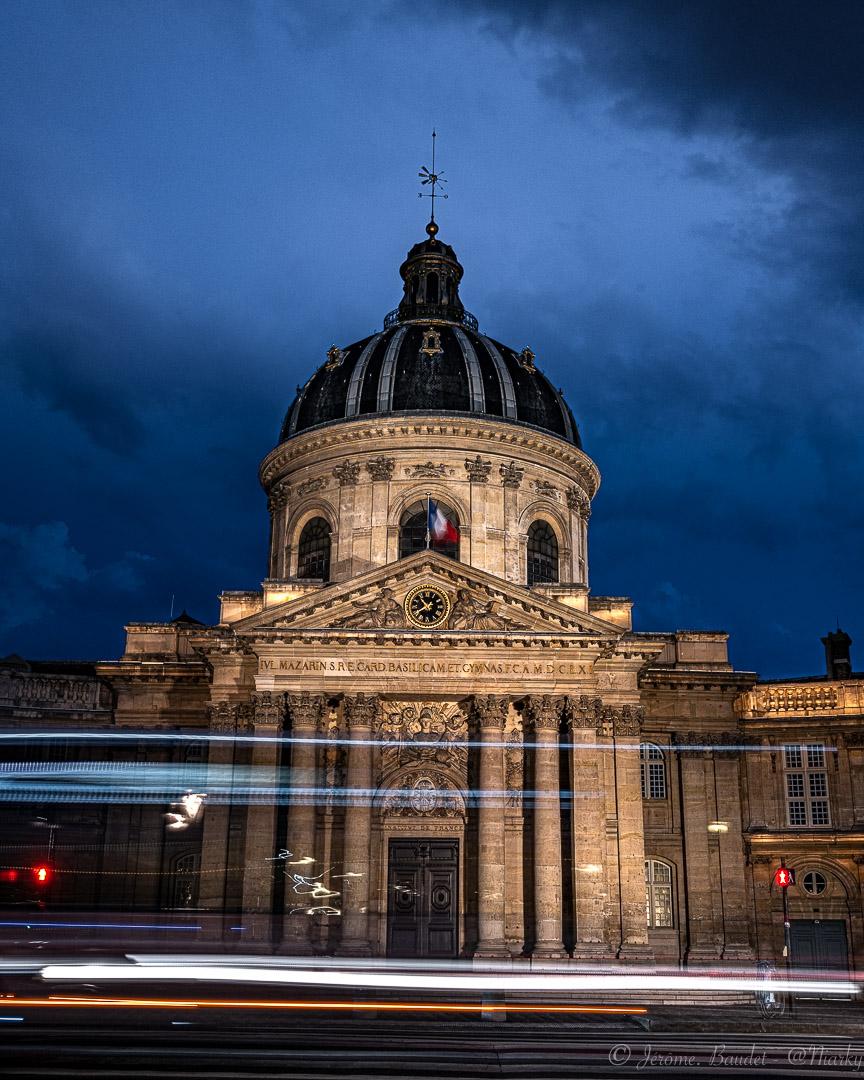 L'Institut - Devant l'institut de France laisser courir les lumières et profiter des gens qui passent.----------In front of the Institute of France let the lights run and enjoy the people passing by..With lens: NIKKOR Z 35mm f/1.8 S at 35 mmExposure: 2,5 s à ƒ / 11Camera: 35 mm - NIKON Z 7.... #4twitter #france_regards #francephotogroup #hello_paris #institutdefrance #lightpainting #longexposure #longexposureshots #NightCity #Paris #paris.focus_on #pariscartepostale #pariscityvision #parismaville #pontdesarts #Street #streetphoto #topparisphoto #nikon #nikonfr #nikonz7 #z7 - from Instagram